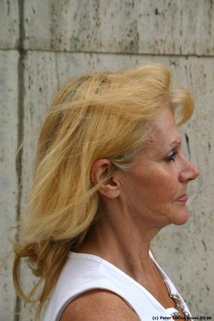 Head Woman White Average