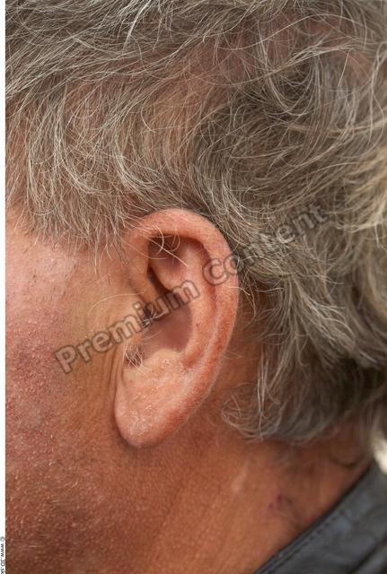 Ear Man White Casual Average