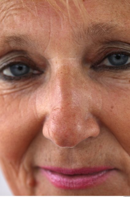 Nose Woman White Average
