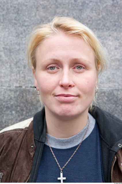 Head Woman White Casual Average