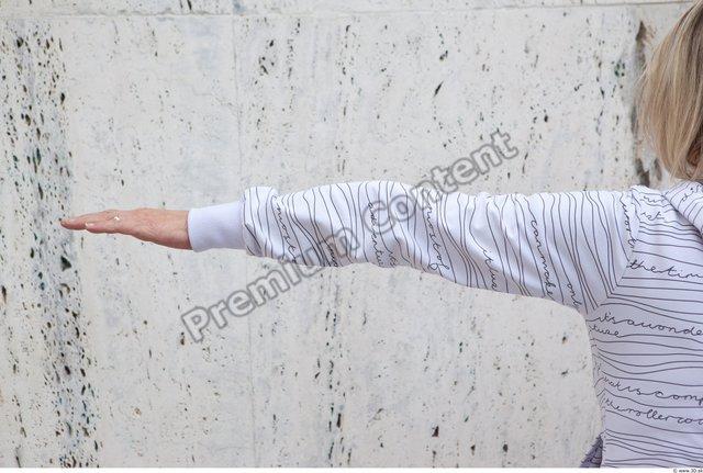 Arm Woman White Casual Average
