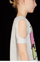 Timea arm grey t shirt shoulder upper body 0002.jpg